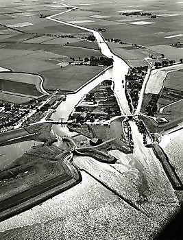 Luchtfoto Termunterzijl Museumgemaal Cremer Termuntenzijl